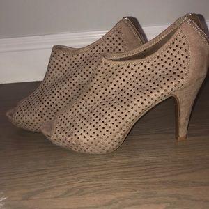 Women's tan peep toe heels sz 8